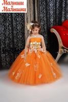 Платье оранжевое в бабочках